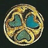 There is a pattern that is common in the graves of Tillya Tepe that is the heart motif that was found in each grave. It is always turquoise. This motif is very rare in antiquity.It's probably not a heart but a leaf, an ivy leaf. On the handle of a richly decorated knife the leafs had stalks.