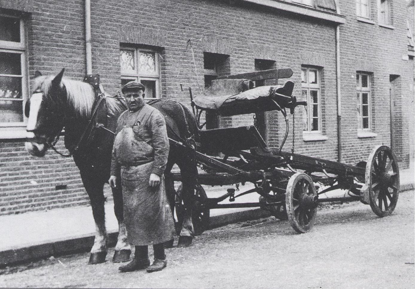 Voerman Jef Mares met bierwagen