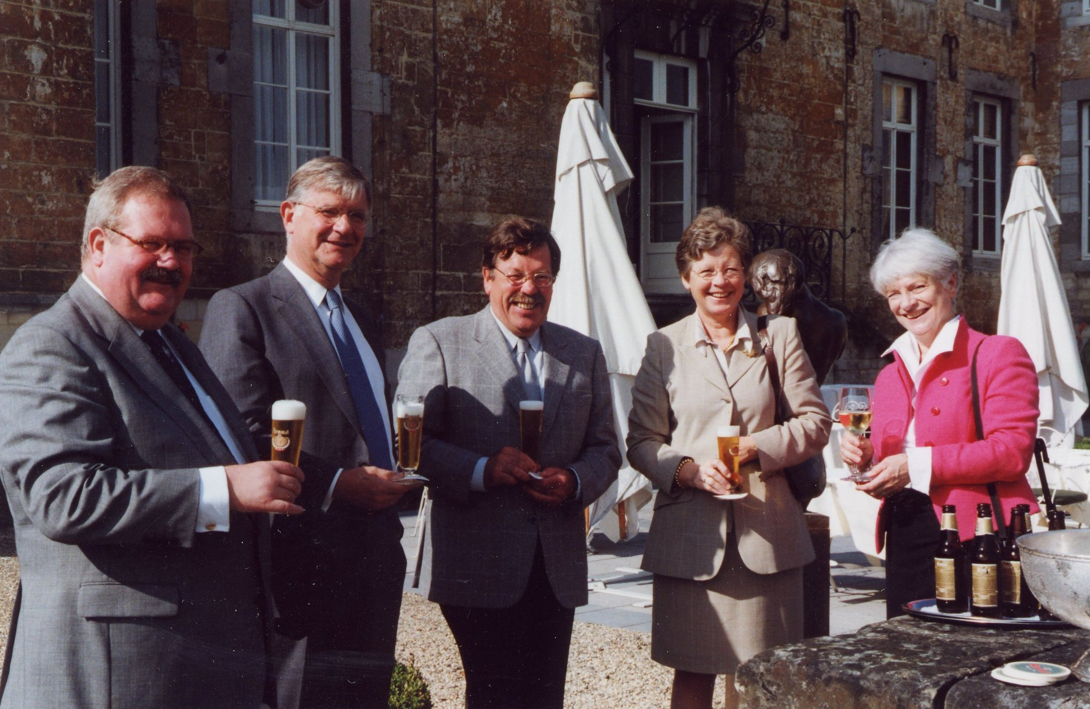 Aperitief voor het diner op Château Neercanne