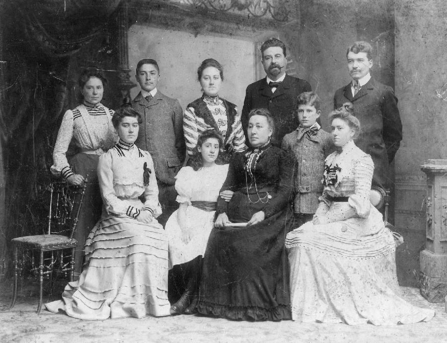 Het gezin Marres-Roebroeck, omstreeks 1900