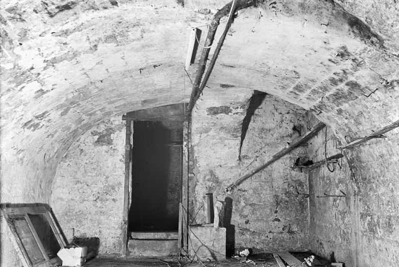 Foto: 74, middenkelder naar het noorden - maastricht - 20149167 - rce | Door: Wal, H. van der (Fotograaf) - March 1971 | Licentie: CC-BY-SA-3.0-NL (wiki