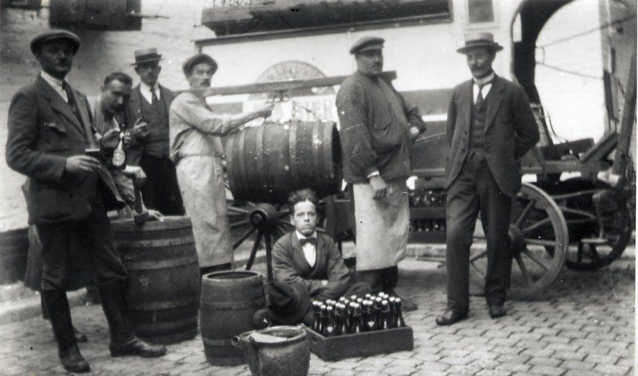 Personeelsleden van de brouwerij Eugène Marres omstreeks 1918.