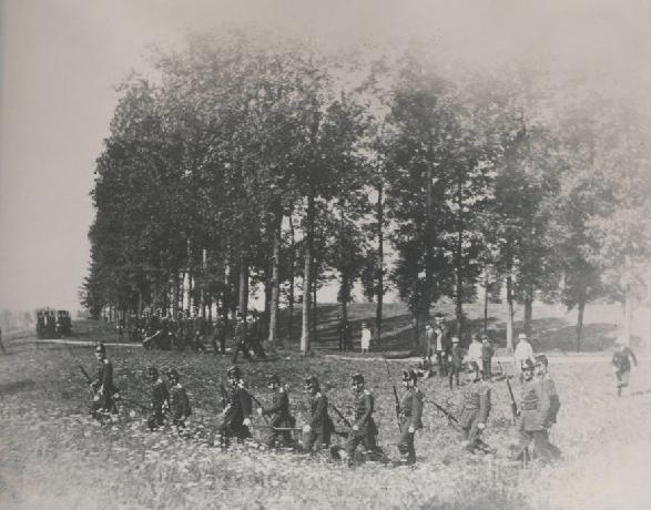 De Dienstdoende Schutterij van Maastricht Oefening op de kommel.