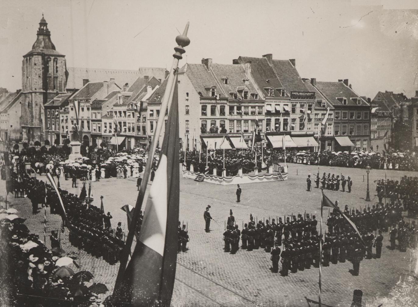 Parade van de Dienstdoende Schutterij van Maastricht.