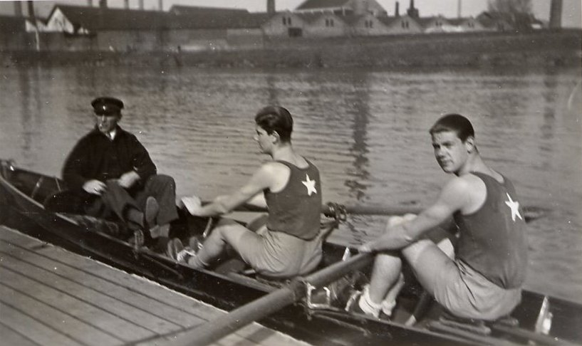 Marres twee: Robert en Rudy Marres op de Maas in training in 1933